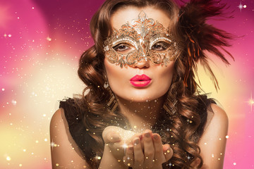 Beauty shoot of smart brunette woman in carnival mask