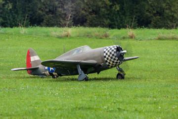 Flugzeug - Modellflugzeug - Tiefdecker Kunstflug