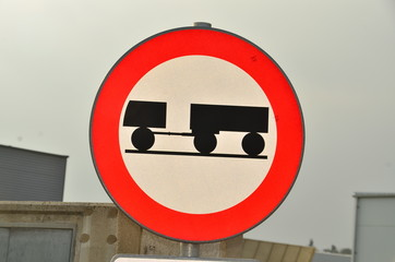 Fahrverbot für LKW mit Anhänger