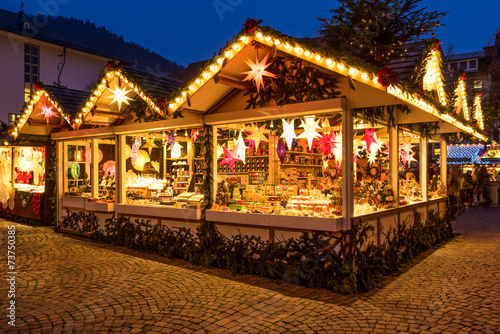 Fotobehang Uitvoering Hütte auf dem Weihnachtsmarkt