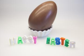 Uovo di cioccolata con scritta