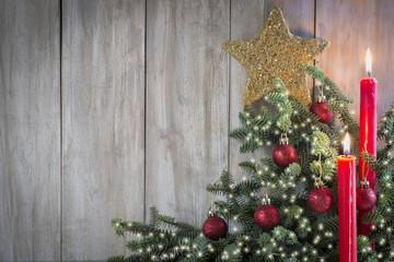 Tarjeta de Navidad con velas y abeto y espacio para texto