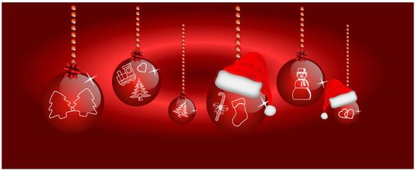 Weihnachtskugeln vor Rotem Hintergrund