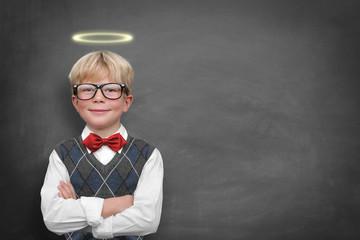 Schulkind mit Heiligenschein