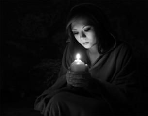 Frau im Gebet