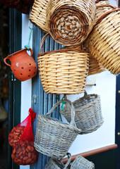 Cestas de mimbre y caña, artesanía de España