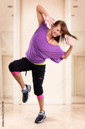 canvas print picture junge lachende Frau hat Spam am Tanz