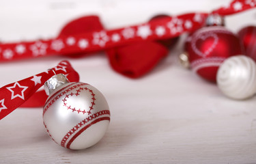 weihnachtskugeln mit herz