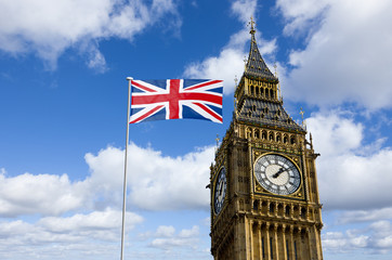 London Big Ben mit Nationalflagge