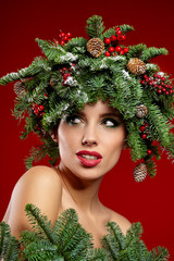Beauty Fashion Model Girl with Christmas Tree Hairstyle