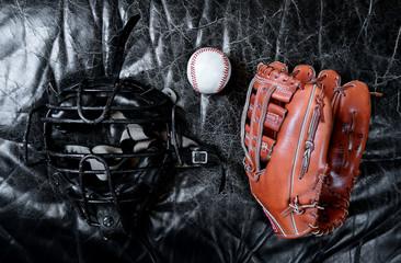 Casque, gant et balle de baseball