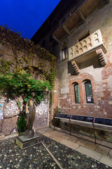 Statue and balcony of juliet in Verona, Italy