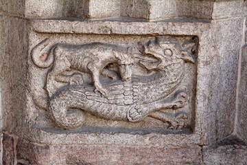 lupo e drago; porta est Duomo di Trento