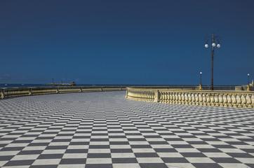 Terrazza Mascagni - veduta con mare