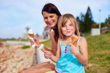 ice cream mom daughter