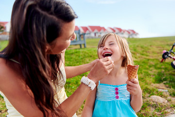 ice cream mom daughter