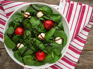spinach with tomatoes and mozzarella