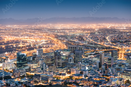 Tuinposter Zuid Afrika Aerial view of Cape Town from Signal Hill after sunset