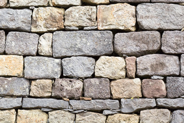 mur de pierres sèches taillées