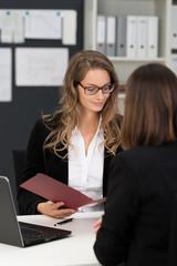 bewerbungsgespräch im büro