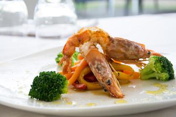 Shrimps, broccoli and pepper