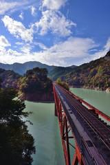 奥太井湖上駅への鉄橋