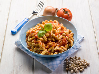 pasta cavatelli with chickpeas and tomatoes