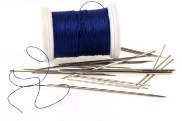 Aiguilles et bobine de fil