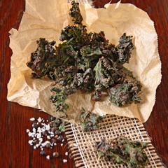 grünkohlchips mit meersalz und pfeffer