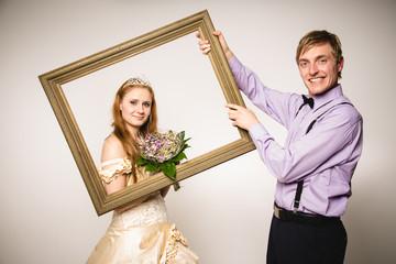 Bräutigam stellt Braut vor