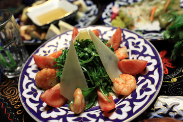 Salad arugula with prawns
