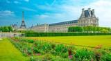 Palais du Louvre et Jardin des Tuileries à Paris, France