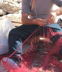 Cucire la rete da pesca