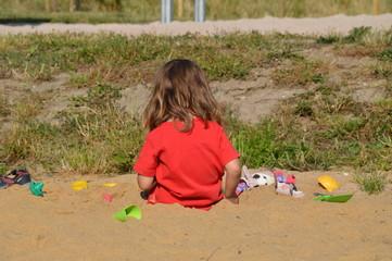 ein Kind am Spielplatz