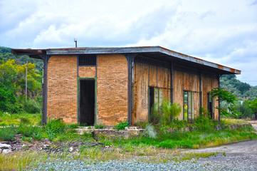 Viejo almacén de mercancías, estación de Fuente del Arco