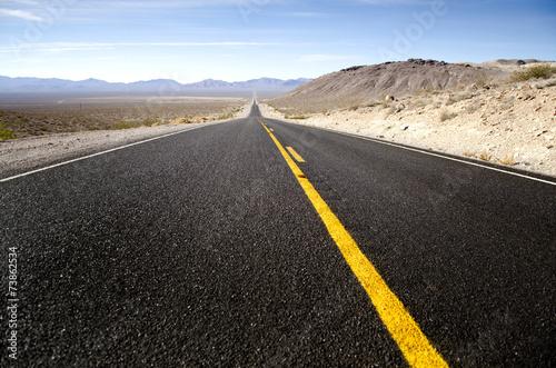 Leinwandbild Motiv endless road