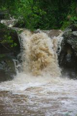 La Réunion - Ravine en crue