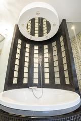 Cristal bathtub with shower