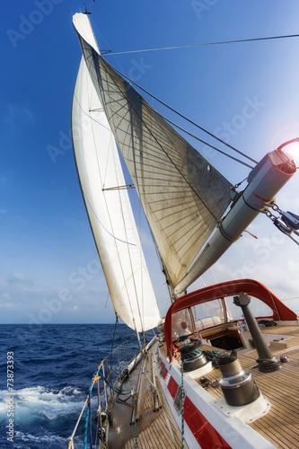 Papiers peints Fluvial sail boat in the ocean