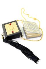 kleiner Koran mit Koranhülle