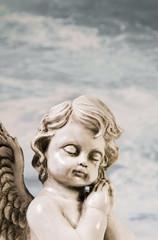 Schlafender trauernder Engel als Kondolenz oder Trauer Karte