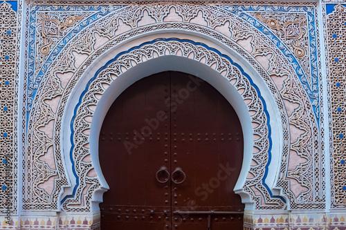 Deurstickers Marokko Verzierter Torbogen in der Medina von Marrakesch
