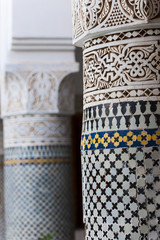Säulen in einem Riad in Marrakesch, Marokko