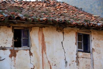 casa tipica de pueblo en ruinas