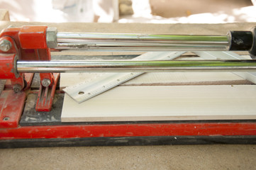 cutting ceramic tiles with a tile cutter