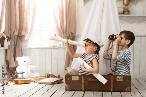 Leinwanddruck Bild Boys in the image of sailors playing in her room