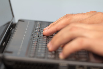 Work with your fingers on the keyboard on a laptop