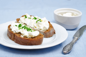 rye bread with cream cheese and dill