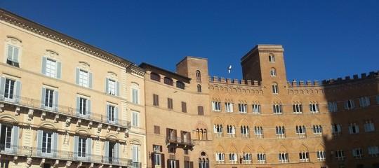 Siena, Mittelalterliche Fassaden