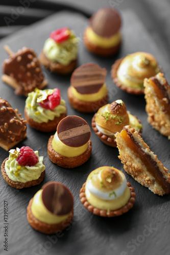 Papiers peints Dessert plateau de mignardises 3